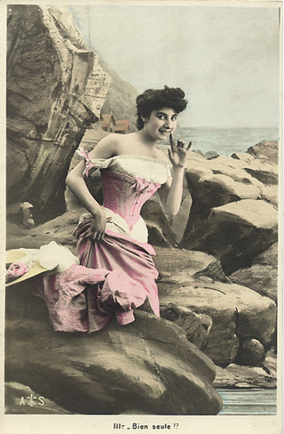 Photo_lady_in_pink_gown_on_rocks_at
